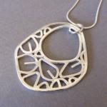 Lrg leaf outline pendant